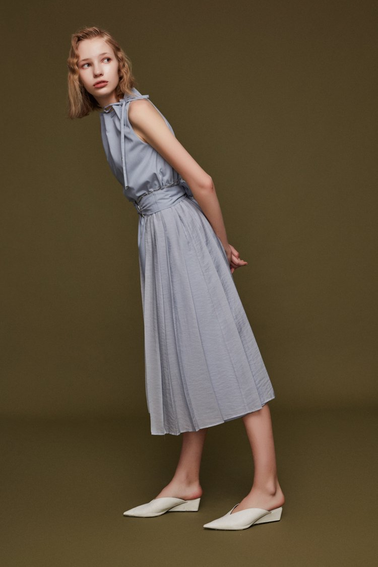 Pleats Paneled Dress with Metal Ring Belt - BLANCORE