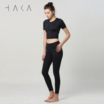STAY FOCUS Crop Top with insert pad Nero - HAKA Active Yoga Activewear