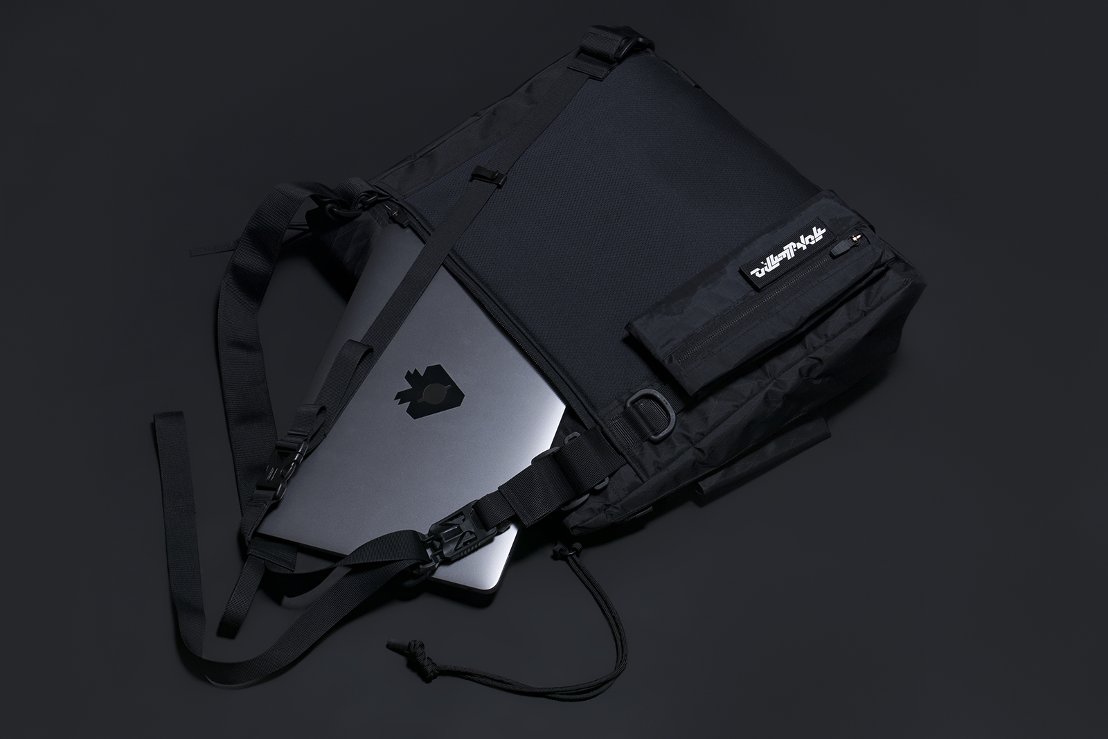 COMPARTMENTS: LAPTOP POCKET