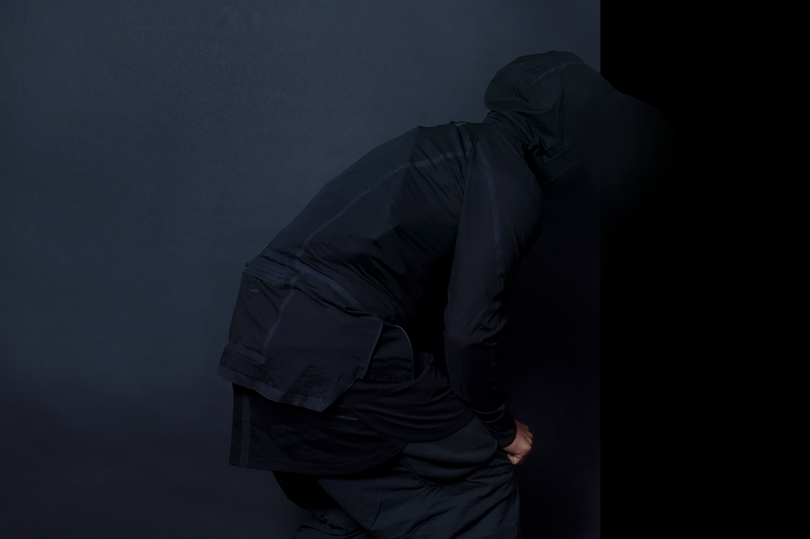 COMPRESSED BAG WORN UNDER THIN JACKET. STEALTHY®
