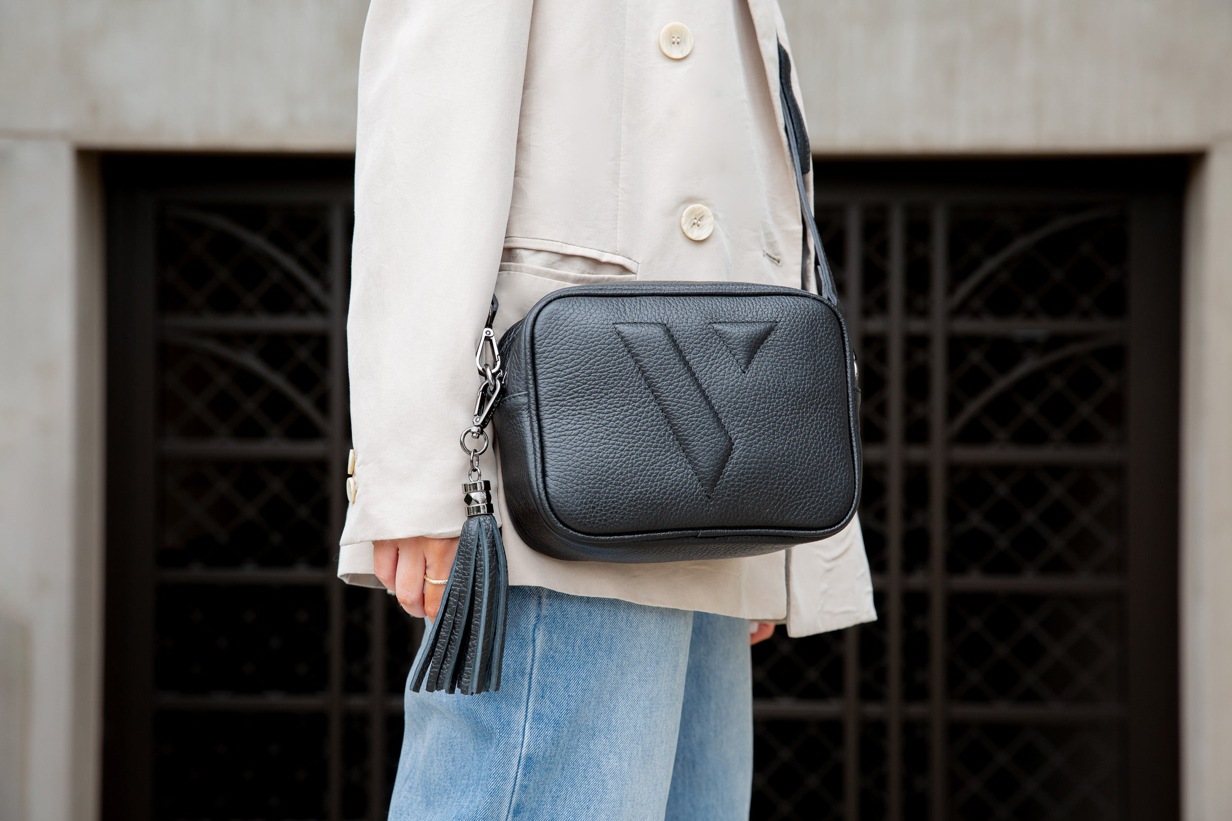 VESTIRSI VANESSA CROSSBODY BAG IN BLACK