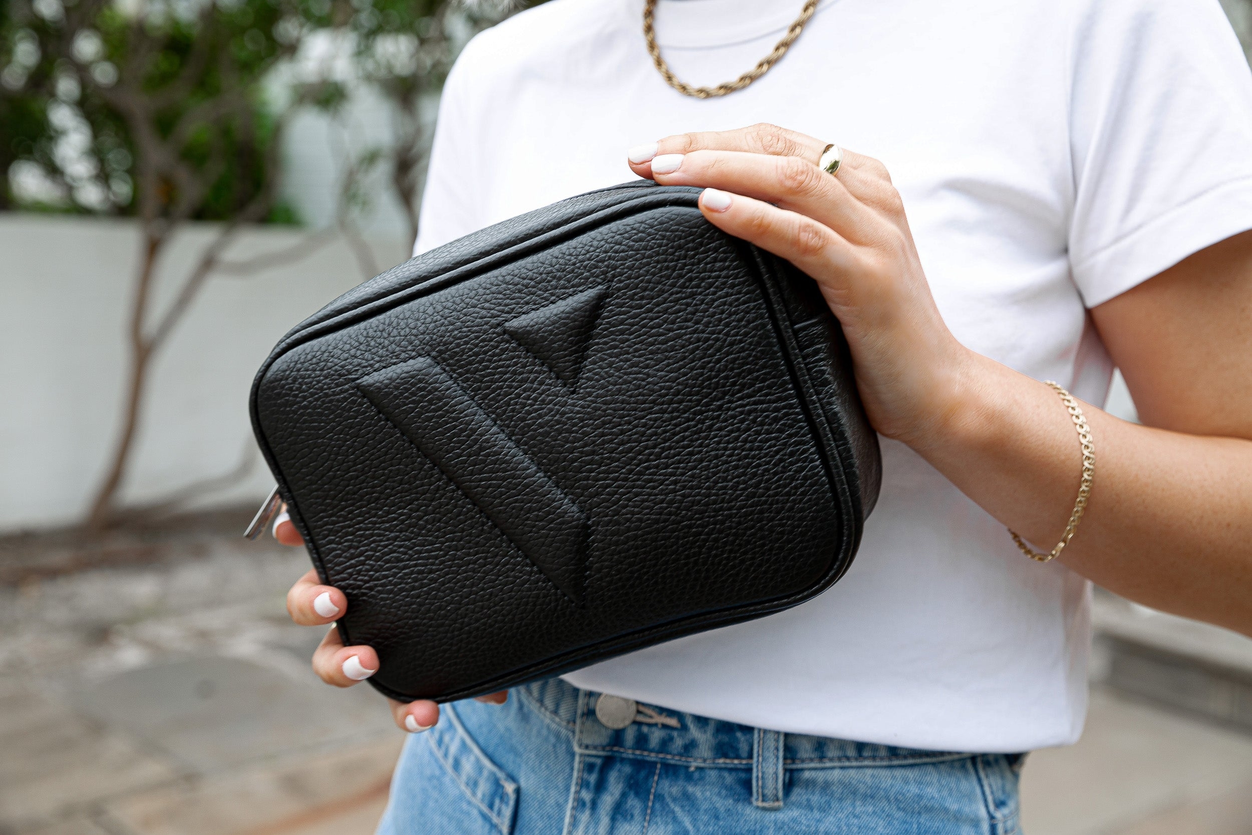 VESTIRSI VANESSA CROSSBODY BAG IN BLACK AS A CLUTCH