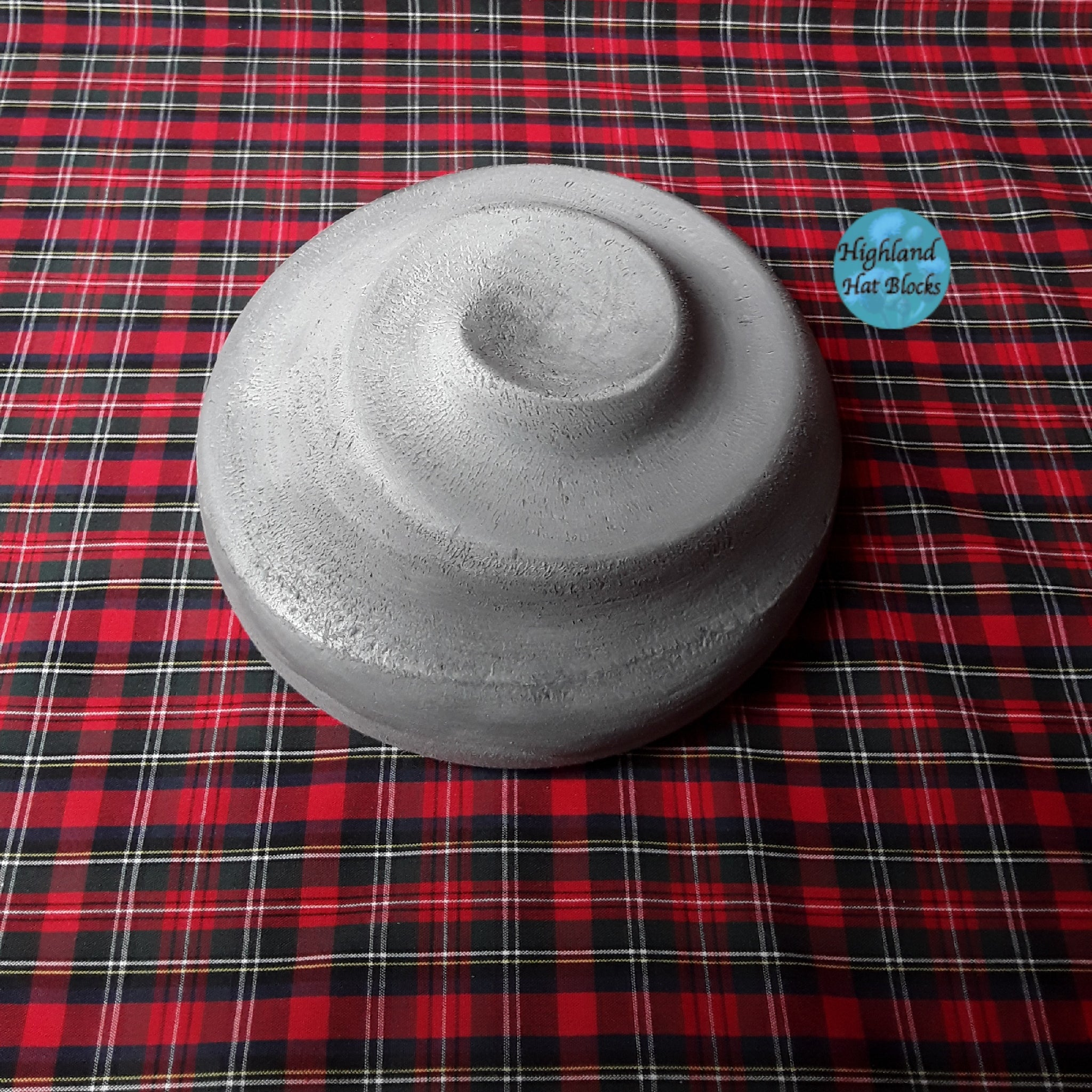 "HHB275 Small Hat with Intricate Swirl 9"" dia"