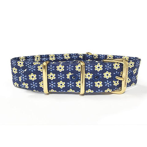 Sartorial strap with floral theme yellow on blue background and golden buckle