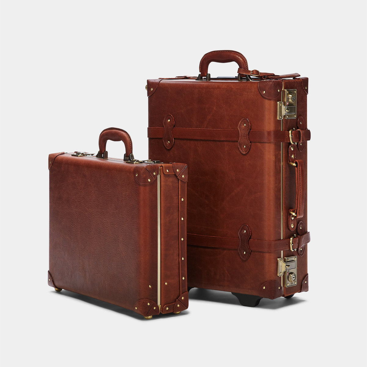 The Pioneer Carryon - Vintage Style leather suitcase - Alongside the matching Pioneer Briefcase