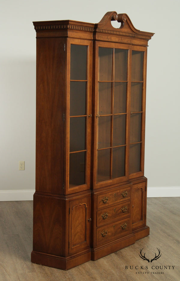 Henredon 18th Century Portfolio, Georgian Style Walnut China Cabinet