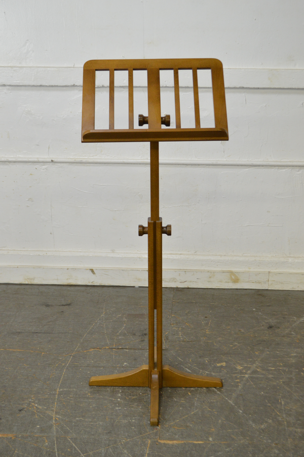 K&M Beech Wood Adjustable Height Music Stand