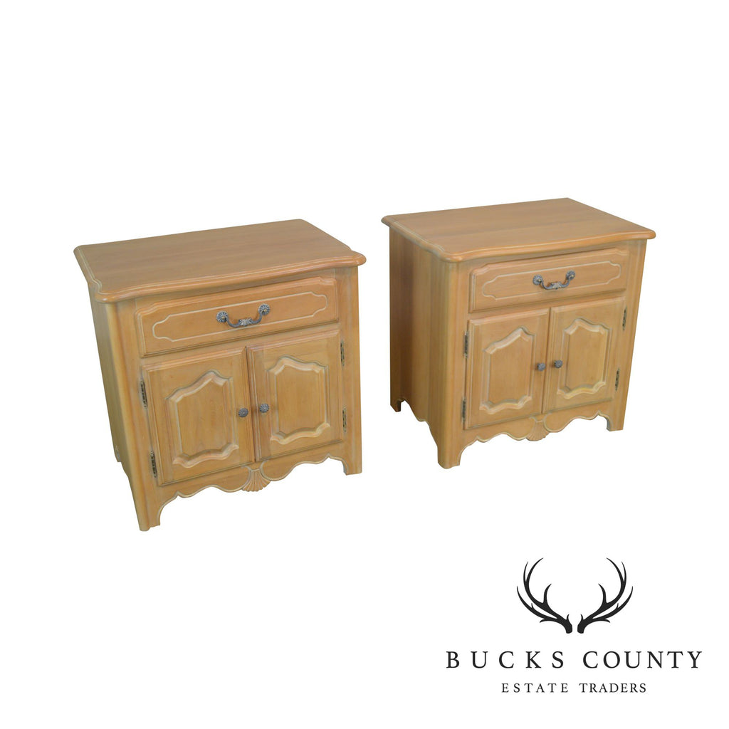 detailing e1c06 e7d4d Ethan Allen French Country Style Pair Maple Pair Nightstands ...