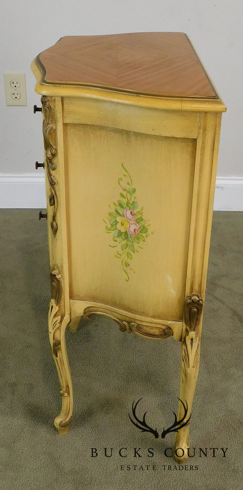 French Louis XV Style 1940's Pair Painted Serpentine Nightstands