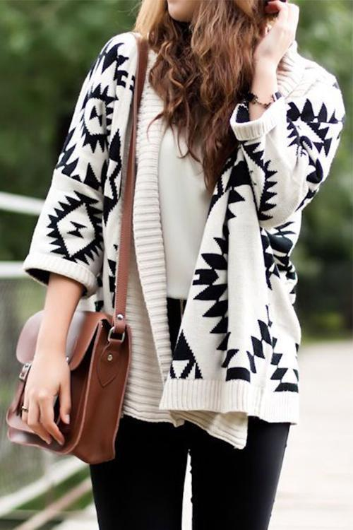 Dreamfitting Geometric Word White Cardigan Sweaters