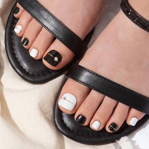 [Press on Pedicure] Black and White