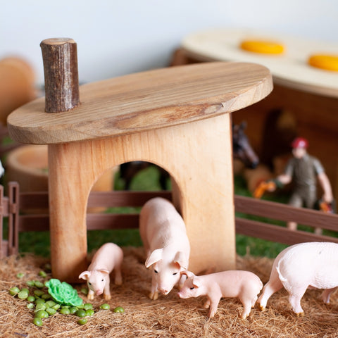 Small World Pig Stable with parents and piglets
