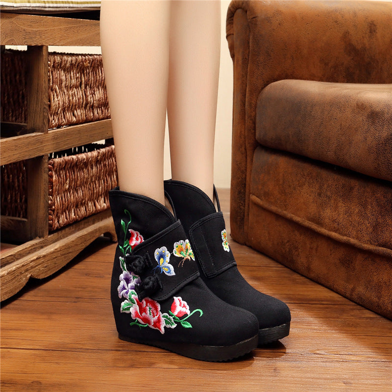 25ce11c82714 Embroidered National Style Boots  Embroidered National Style Boots ...