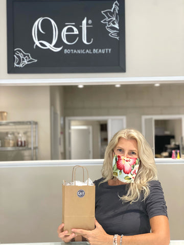 Qet-Botanicals-Lisa-Brill-Fresh-Natural-Smiling-Under-the-Mask