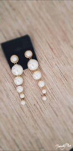 Load image into Gallery viewer, Pearl With Me Earrings