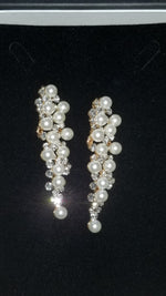 Load image into Gallery viewer, Vintage Pearl Waterfall Clip-On Earrings