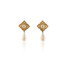 Load image into Gallery viewer, Vintage Chanel Pearl Earrings