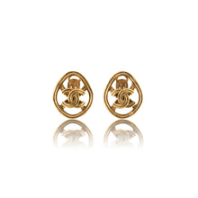 Load image into Gallery viewer, Vintage Chanel CC Oval Earrings