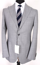 Load image into Gallery viewer, NWT Suitsupply Havana Light Gray 100% Wool Peak Lapel Suit - Size 38R
