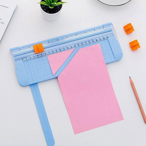 Portable paper cutter