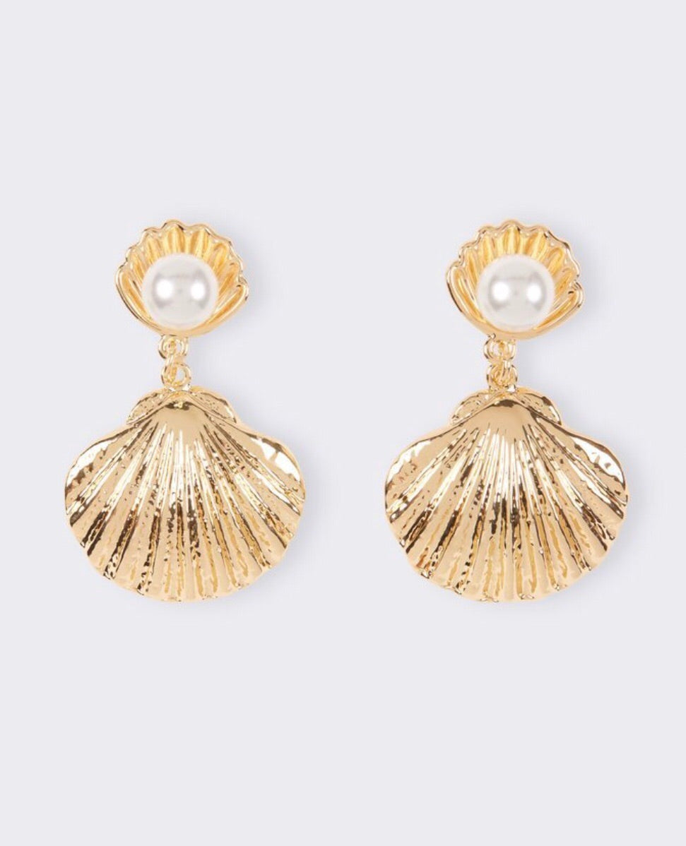 Don't Clam Up On Me Earrings - Shop Realign