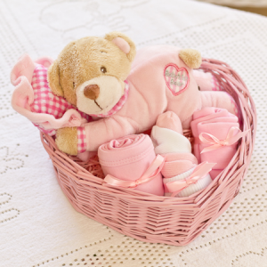 6 Easy Steps to Make Baby Gift Baskets