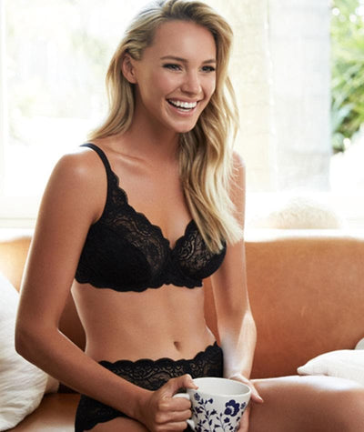Triumph Amourette Lacy Bra - Black - Model