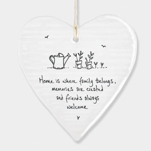 East of India Porcelain Round Heart - Home is where Family belongs - Daisy Park