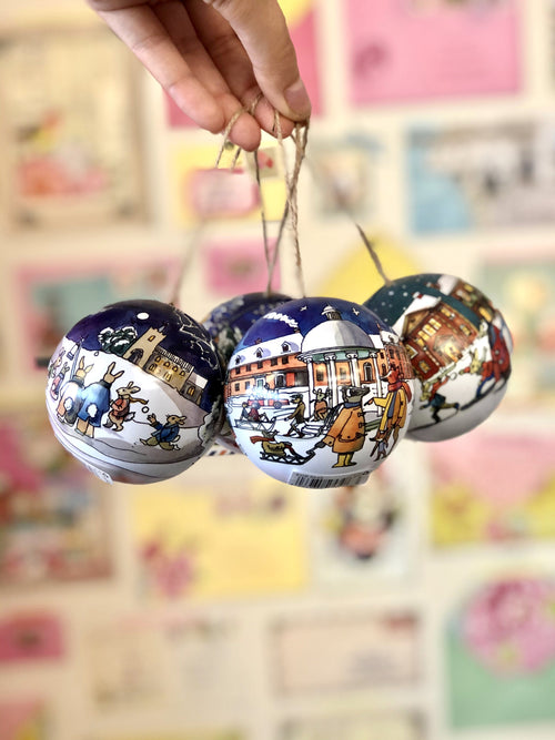 Emma Bridgewater Winter Scene bauble - Daisy Park