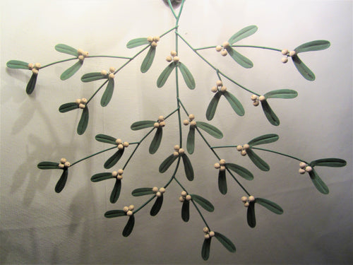 Mistletoe spray decoration - Daisy Park