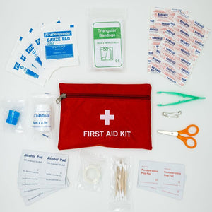 The travel first aid kit: 13 items, compact and light. For minor to moderate injuries.