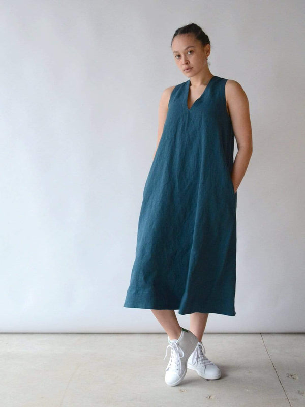 hoi bo indigo linen roam dress with vee neck and pockets made in Canada