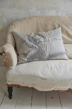 "Load image into Gallery viewer, Pillow ""Artist Linen"""