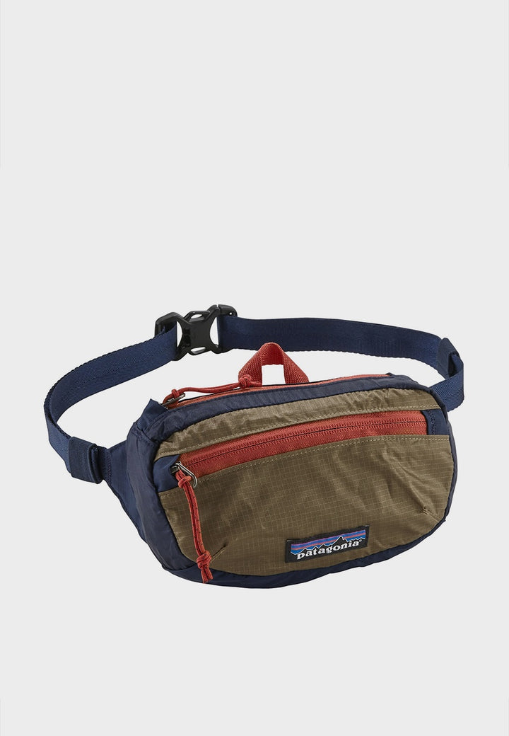 Patagonia Light Weight Travel Mini Hip Pack - navy/mojave khaki - Good As Gold