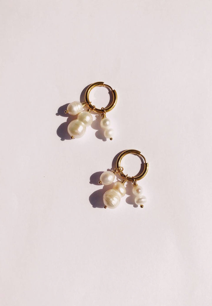 Constantina Hoops - pearls/gold