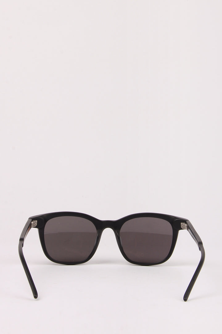 A Scandinavian In NY Sunglasses - black