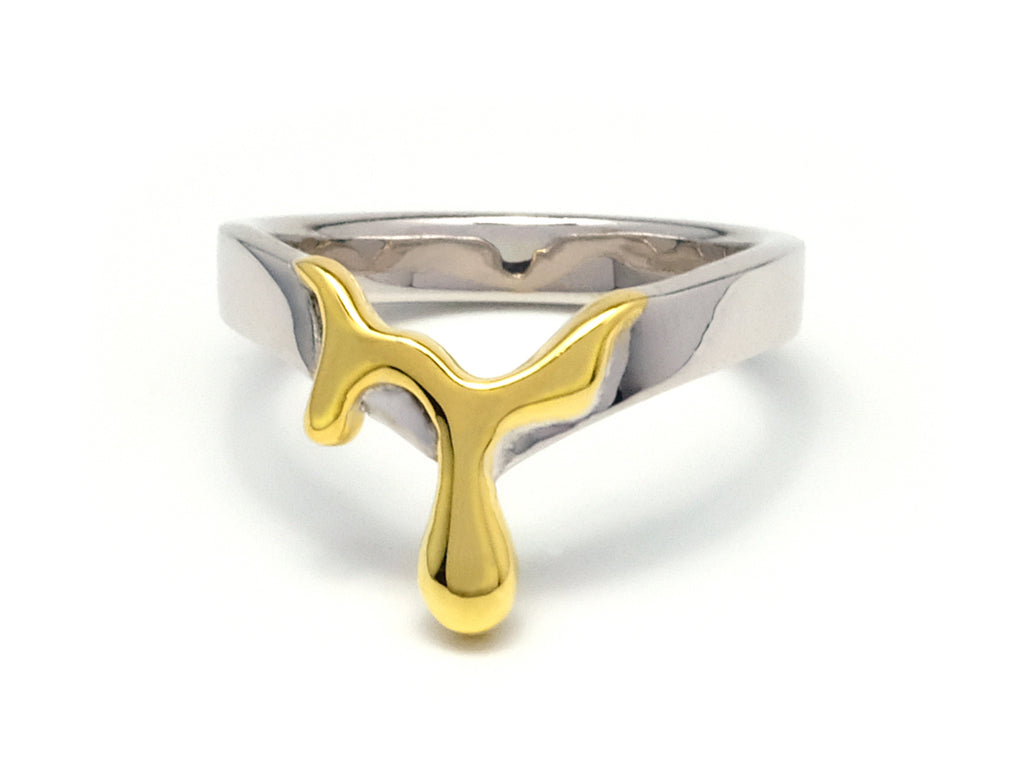 Ian Kwan - Ume - Melt : Gold vermeil (gold plated 925 sterling silver) ring inspired by dripping viscous honey. You can find more jewellery design at www.iankwan.com.