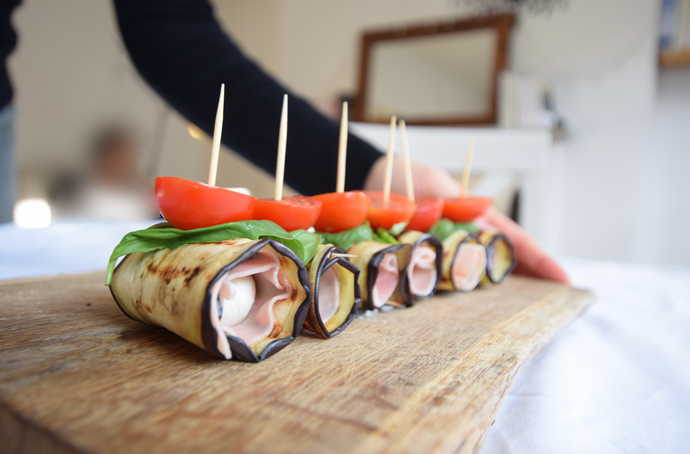 Succulent aubergine rolls with mini mozzarella and ham