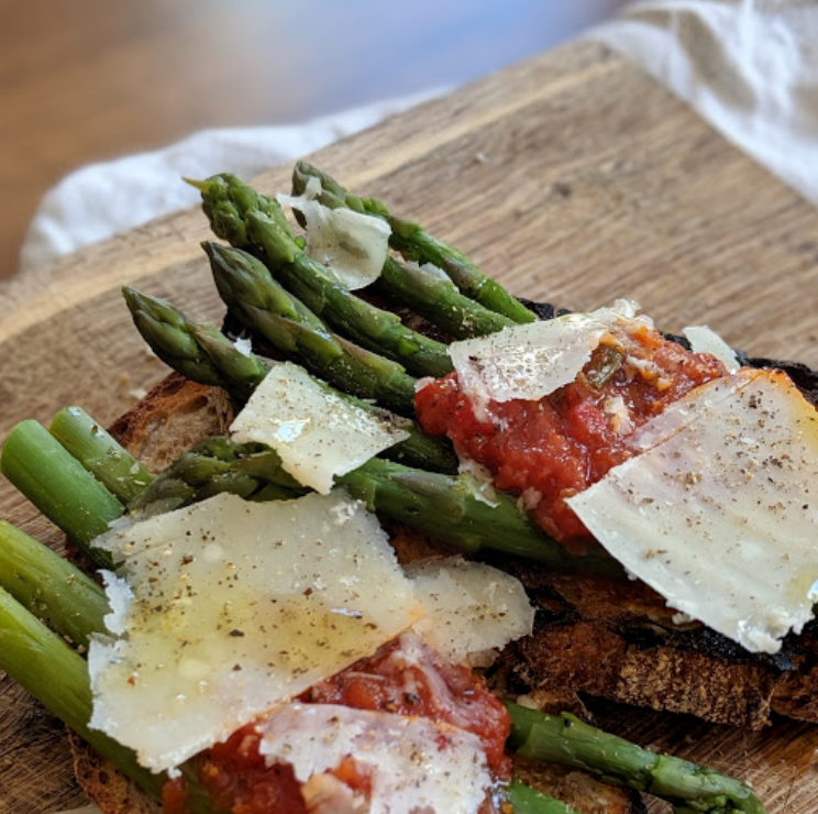 Bruschetta with MAMMA FLORA Red Tomato Sauce, Parmesan & Asparagus