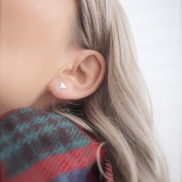 Tiny triangle studs - Savi Jewelry