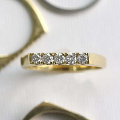 gold ring with flat top and 5 diamonds