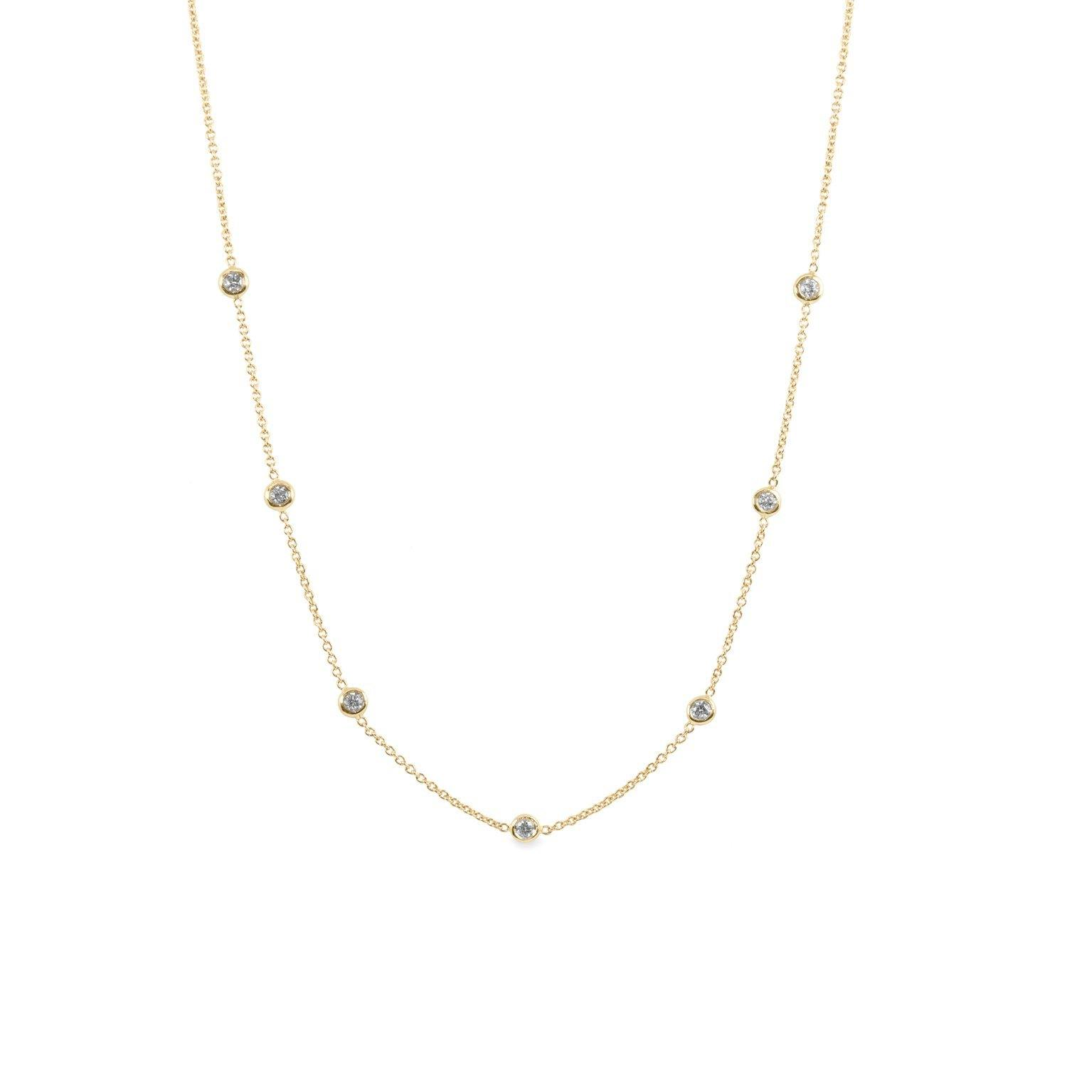 minimalistic necklace with diamonds