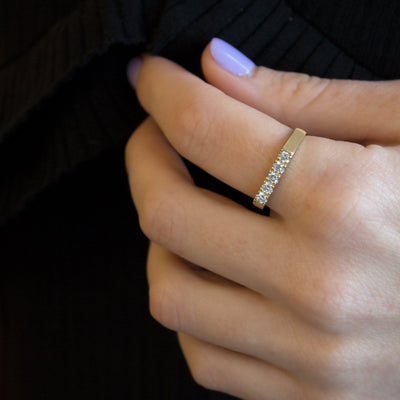 flat top gold ring 5 diamonds