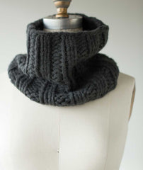 Last-Minute Cowl Using Woolfolk Hygge