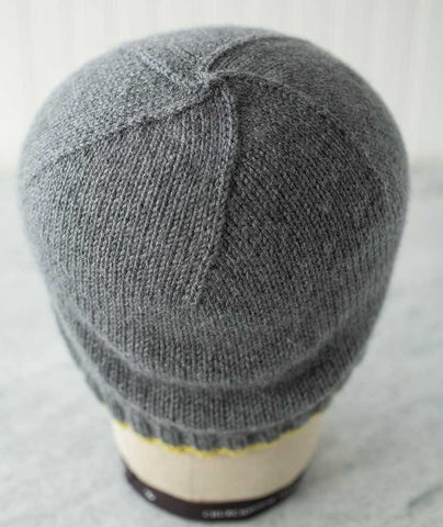 Color-Tipped Beanie Using String Blossom