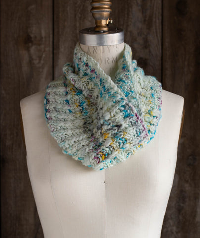 Fisherman's Rib Cowl Using Manos Serpentina