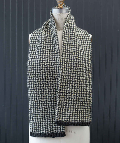 Houndstooth Muffler Using Rowan Valley Tweed