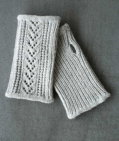 Lace-Back Fingerless Gloves Using String Blossom