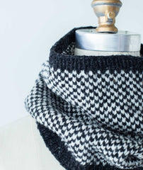 Simple Colorwork Cowl Using Brooklyn Tweed Shelter