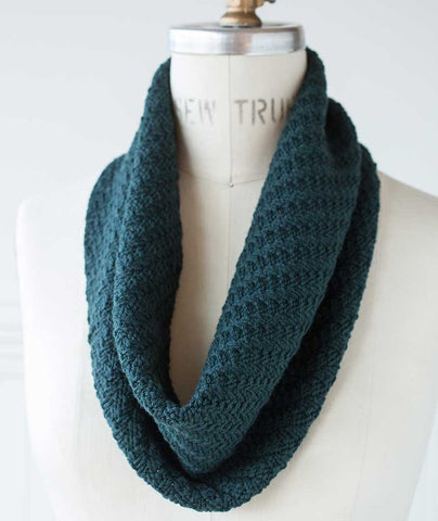 Walking Rib Cowl Using Brooklyn Tweed Arbor